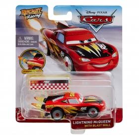 Cars lenktynininkas su liepsnomis