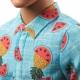 Kenas madistas margais marškinėliais 2021
