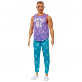 Kenas madistas violetiniais marškinėliais